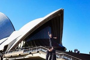 Xiếc tre 'À Ố Làng phố' trình diễn tại nhà hát Con Sò Sydney