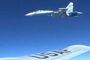 Khoảnh khắc Su-27 Nga chặn máy bay Mỹ và Thụy Điển trên biển Baltic