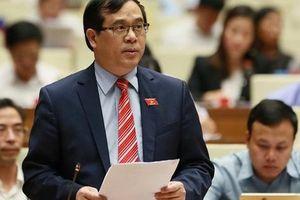 Công dân Việt Nam khi xuất cảnh phải đóng 'phí chia tay'