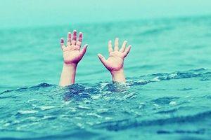 Bé trai 4 tuổi bị đuối nước nghiêm trọng tại công viên nước lớn nhất Thủ Đô: Phải làm gì để tránh cho trẻ bị đuối nước?