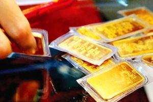 Giá vàng thế giới tiếp tục giảm, vàng trong nước ngược chiều tăng mạnh