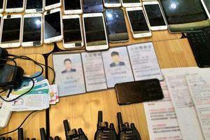 Cận cảnh tang vật băng nhóm nước ngoài lừa đảo ở TP HCM