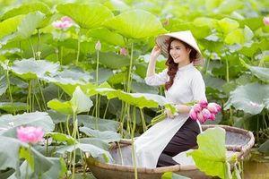 Gợi ý chọn trang phục chụp ảnh cùng hoa sen đẹp nhất