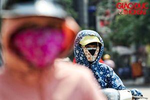 Hà Nội nóng như thiêu đốt từ 7 giờ sáng, người dân ra đường cuống cuồng chống nóng