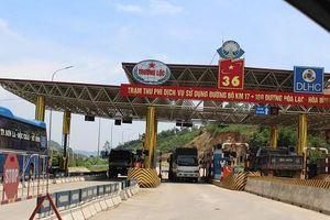 Người dân tiếp tục tụ tập phản đối thu phí tại trạm BOT Hòa Lạc - Hòa Bình