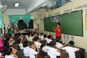 Đề xuất đánh thuế giới 'siêu giàu' để trả lương giáo viên