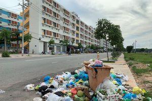 Thủ Dầu Một yêu cầu xác minh vụ 'ém' tiền khiến khu dân cư ngập rác