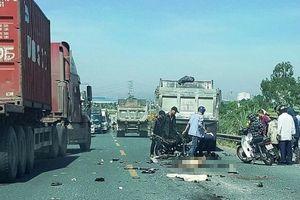 Hà Nam: Đấu đầu xe tải, hai thanh niên đi xe máy tử vong