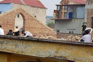 Phạt học sinh đẽo gạch trên mái nhà giữa trời nắng nóng: Hiệu trưởng nói gì?