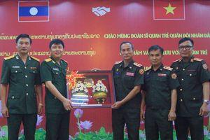 Sĩ quan trẻ Việt - Lào hội đàm tại Hà Nội