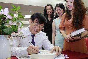 Ra mắt sách 'Thời cuộc và văn hóa' của nhà báo Hồ Quang Lợi, Phó Chủ tịch thường trực Hội Nhà báo Việt Nam