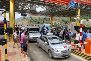 BOT Hòa Lạc - Hòa Bình tê liệt vì dân dừng xe phản đối việc thu phí