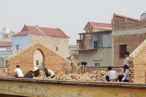 Thông tin mới vụ giáo viên phạt gần 10 học sinh ngồi đẽo gạch trên mái tầng 2 giữa trời nắng nóng