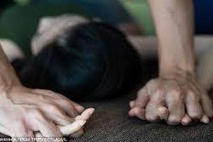 Ngủ một mình không khóa cửa, cô gái bị gã hàng xóm khống chế hãm h.iếp ở phòng trọ