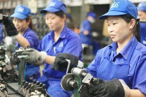 'Thay vì tăng giờ làm, cần quan tâm người lao động theo một chính sách khác'