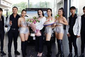 Hot girl Jun Vũ chi tiền tỷ tậu xế sang Mercedes-Benz C300 AMG 2019 đời mới