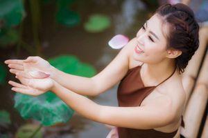 Ngắm dàn sao Việt đẹp dịu dàng bên hoa Sen