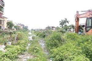 Người dân Hà Nội khốn khổ vì con đường trăm tỷ 10 năm làm chưa xong