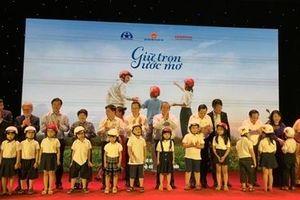 Trao tặng gần 2 triệu mũ bảo hiểm cho học sinh lớp 1 toàn quốc