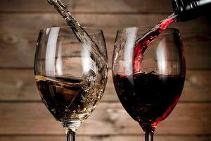 Sau Trung Quốc và Mexico, ông Trump 'chĩa mũi nhọn' vào rượu vang Pháp