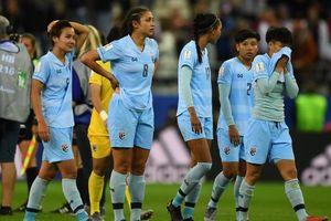 ĐT nữ Thái Lan khóc như mưa khi thua 13 bàn trước ĐT Mỹ
