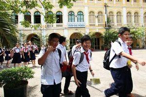 Hàng ngàn sĩ tử 'nhí' đua vào lớp 6 Trường phổ thông chuyên Trần Đại Nghĩa TP.HCM
