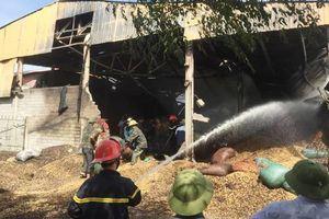 Xưởng chế biến lạc ở Hà Tĩnh bốc cháy ngùn ngụt, thiệt hại hơn 10 tỷ đồng