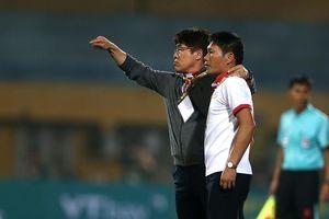 Vì sao đồng hương thầy Park thất bại ở V-League?
