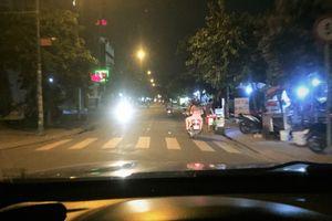 Bật đèn chiếu xa trong đô thị bị phạt bao nhiêu tiền?