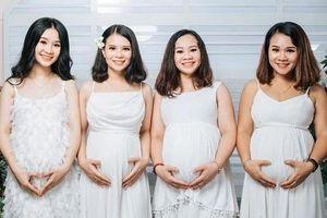 Bốn chị em ruột cùng mang bầu, rủ nhau chụp chung bộ ảnh kỷ niệm