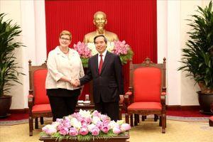 Đồng chí Nguyễn Văn Bình tiếp Bộ trưởng Ngoại giao Australia