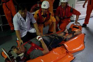 Cứu thuyền viên người Philippines bị tai nạn lao động