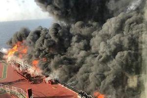 Giá dầu tăng vọt sau khi 2 tàu chờ dầu bị tấn công trên vịnh Oman