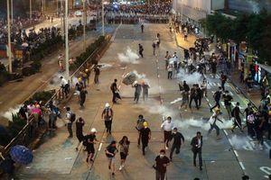 Khủng hoảng ở Hong Kong: Cảnh sát dùng đạn cao su, khí ga giải tán biểu tình