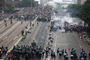 Hong Kong tan hoang sau biểu tình, chính quyền buộc phải đóng cửa