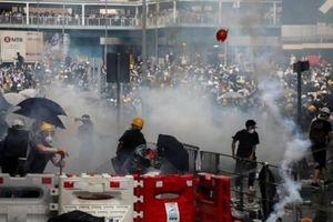 Biểu tình tại Hồng Kông: Nhà báo Macau bị tấn công