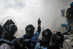 Cảnh sát Hồng Kông dùng hơi cay giải tán đám đông