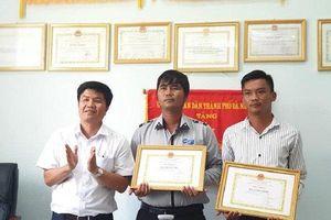 Đà Nẵng: Hai nhân viên của ban Quản lý bán đảo Sơn Trà trả lại 45 triệu cho du khách đánh rơi