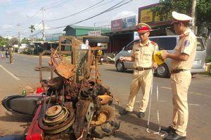 Đắk Lắk: Xe máy cày gãy trục lao vào xe máy, 10 người bị thương