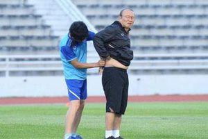 HLV Park Hang Seo đi khám sức khỏe do bị đau lưng
