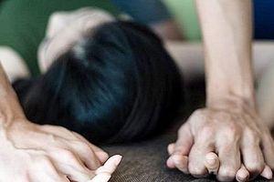 Ngủ không đóng cửa phòng trọ, cô gái trẻ bị hiếp dâm