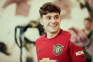 Daniel James chính thức ra mắt Manchester United