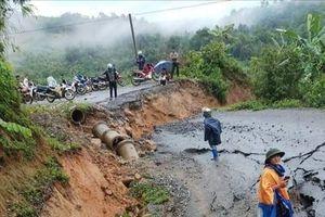 Lai Châu: Khắc phục sự cố giao thông sau mưa lớn