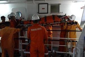 Cứu hộ thuyền viên nước ngoài gặp nạn trên vùng biển Đà Nẵng