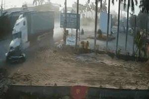 Clip: Kinh hoàng xe container tông bẹp dúm ô tô 4 chỗ, 4 người lớn và 1 trẻ em thiệt mạng