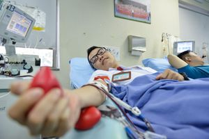 Bác sĩ mang nhóm máu AB và 99 lần 'trao sự sống'