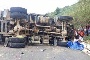 Xe máy đối đầu xe tải, một người chết, QL9 ùn tắc nhiều km