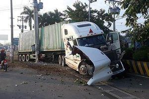 Xe container va chạm với xe ô tô, 3 người tử vong tại chỗ