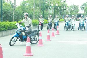 Trường ĐH Thành Đô tập huấn lái xe an toàn cho sinh viên