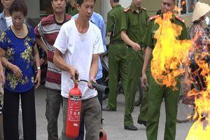 Cảnh sát PCCC hướng dẫn dập tắt bình gas cháy